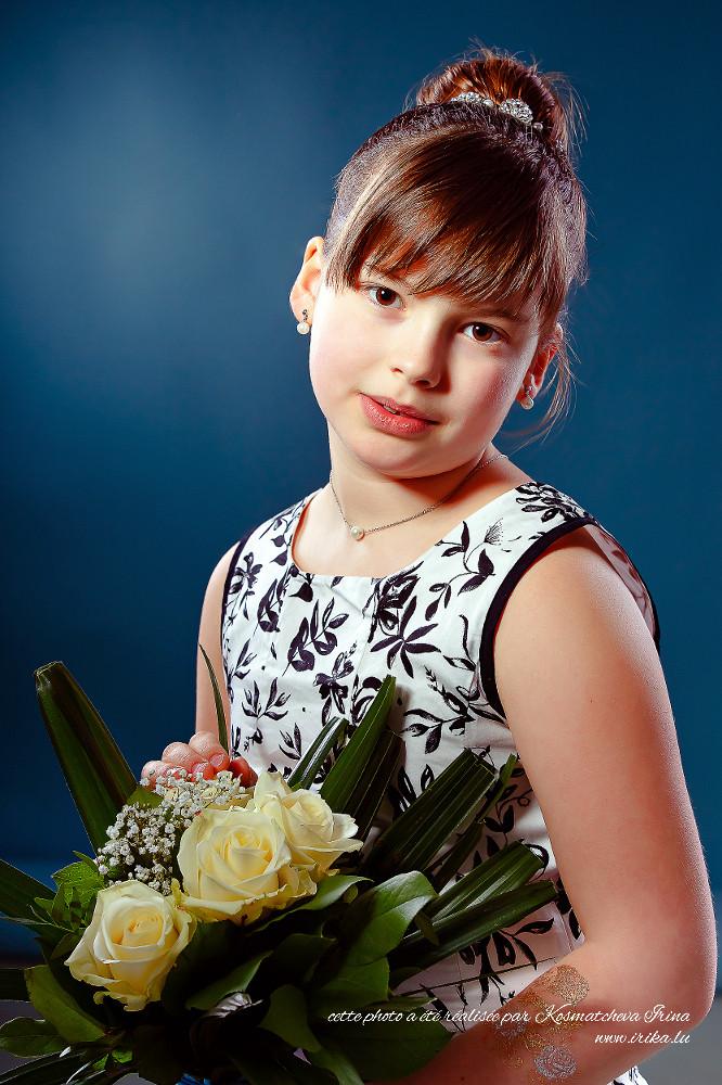Portrait au bouquet de roses