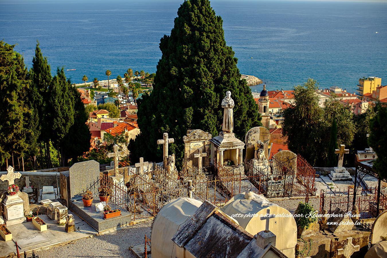 Au cimetière catholique