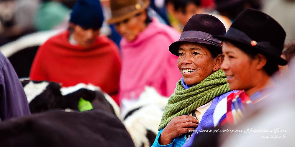 Deux femmes au marché local