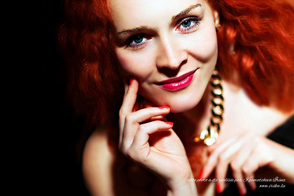 Sorcière aux cheveux rouges