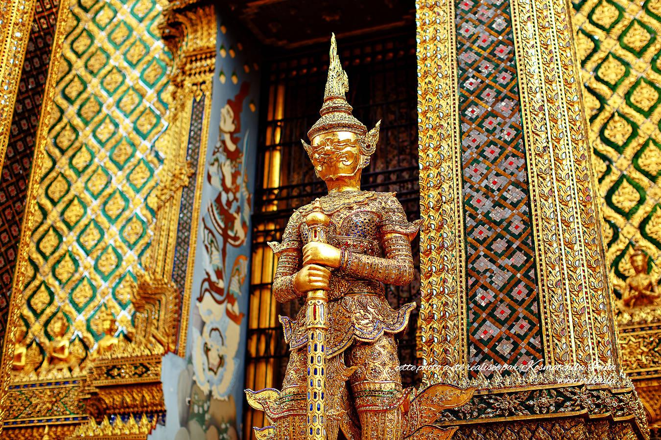 Entre les colonnes en mosaïques