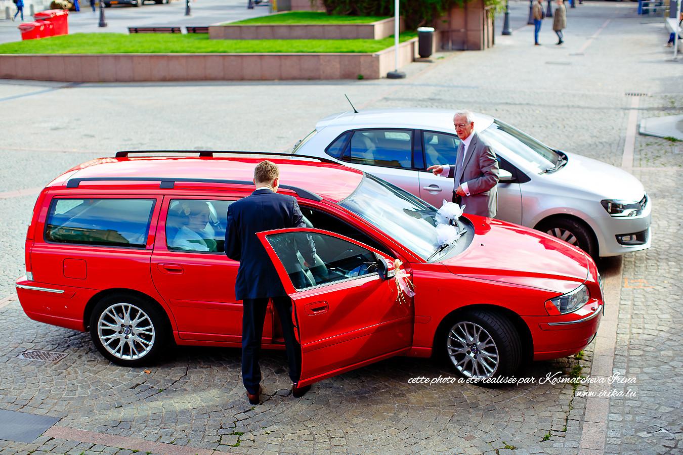 Deux voitures sur le parking