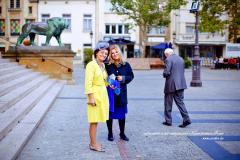 Contraste vestimentaire du jaune et bleu