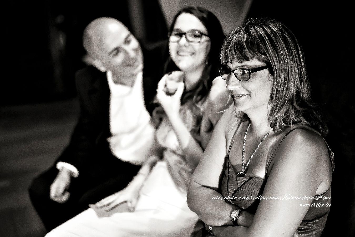 Trio de sourires en noir et blanc