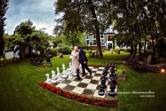 Jouer aux échecs le jour du mariage