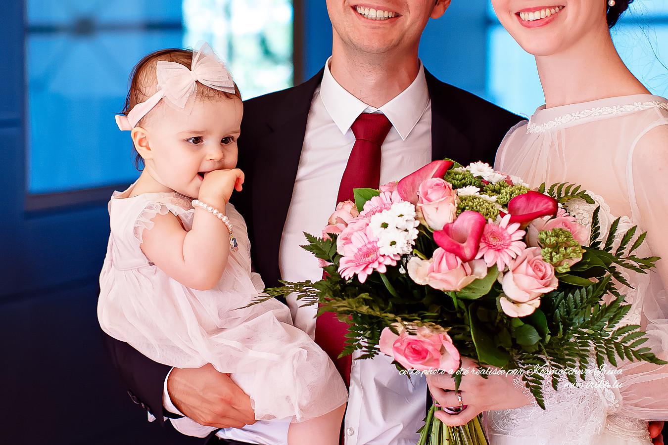 Alexandra-et-le-bouquet-rose