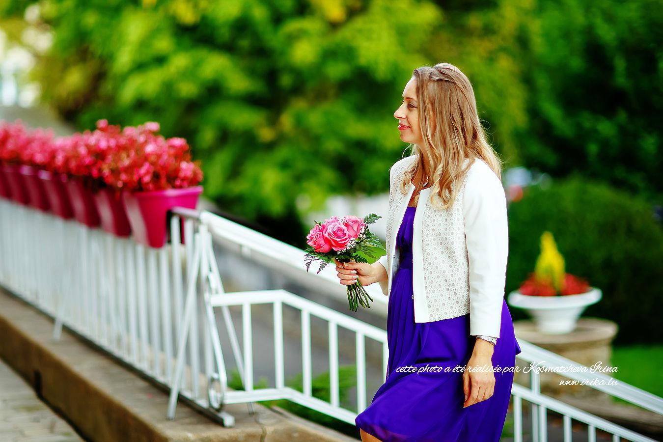 En montant les escaliers fleuris