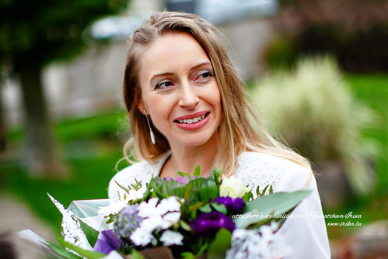 Un joli portrait d'Olga aux fleurs