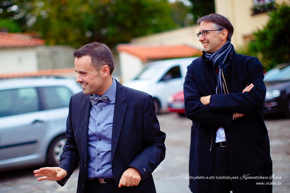 Deux hommes souriants