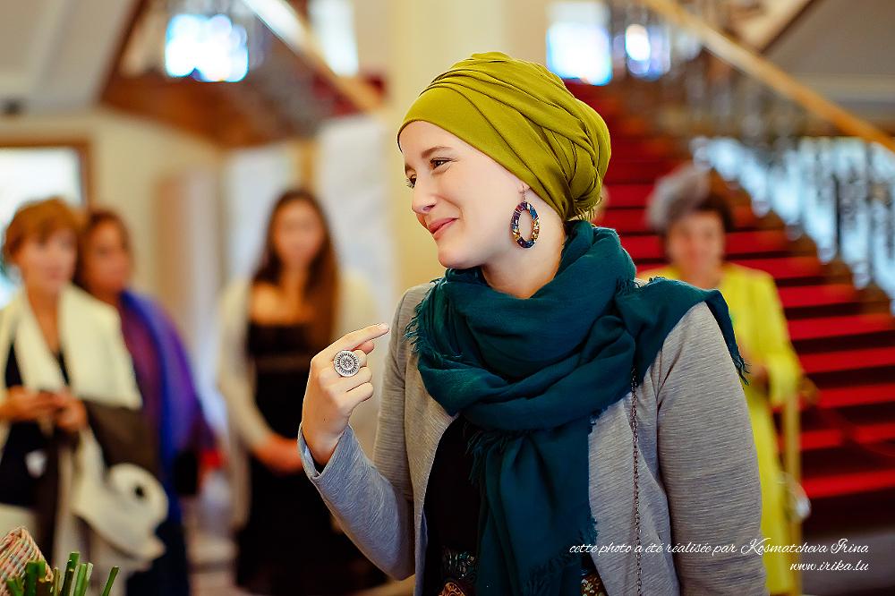 Une invitée au marige au turban