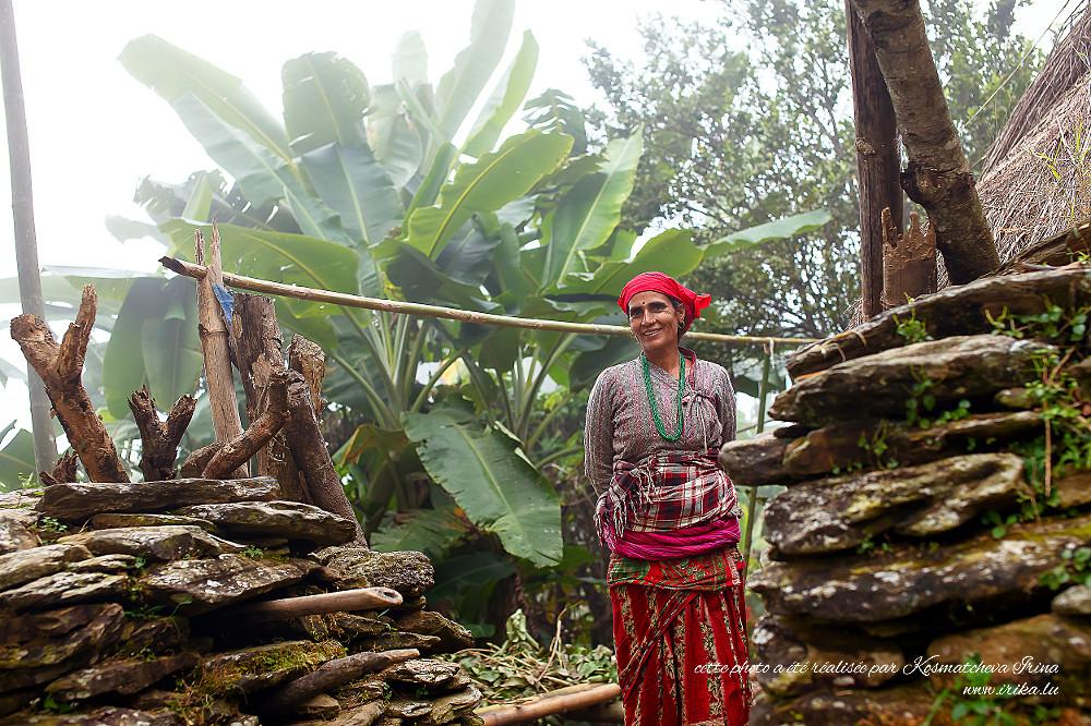Femme indigène à l'entrée