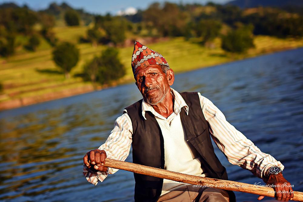 Vieil homme à la rame