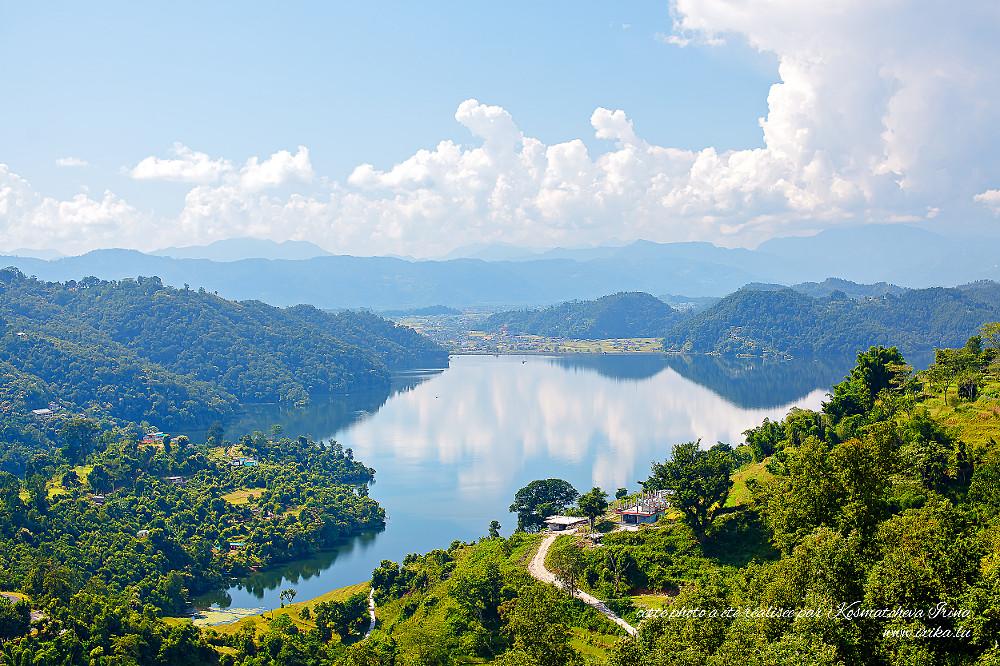 Vue sur le lac de la colline