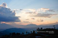 Couchée du soleil dans les montagnes