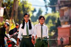 Deux étudiantes souriantes