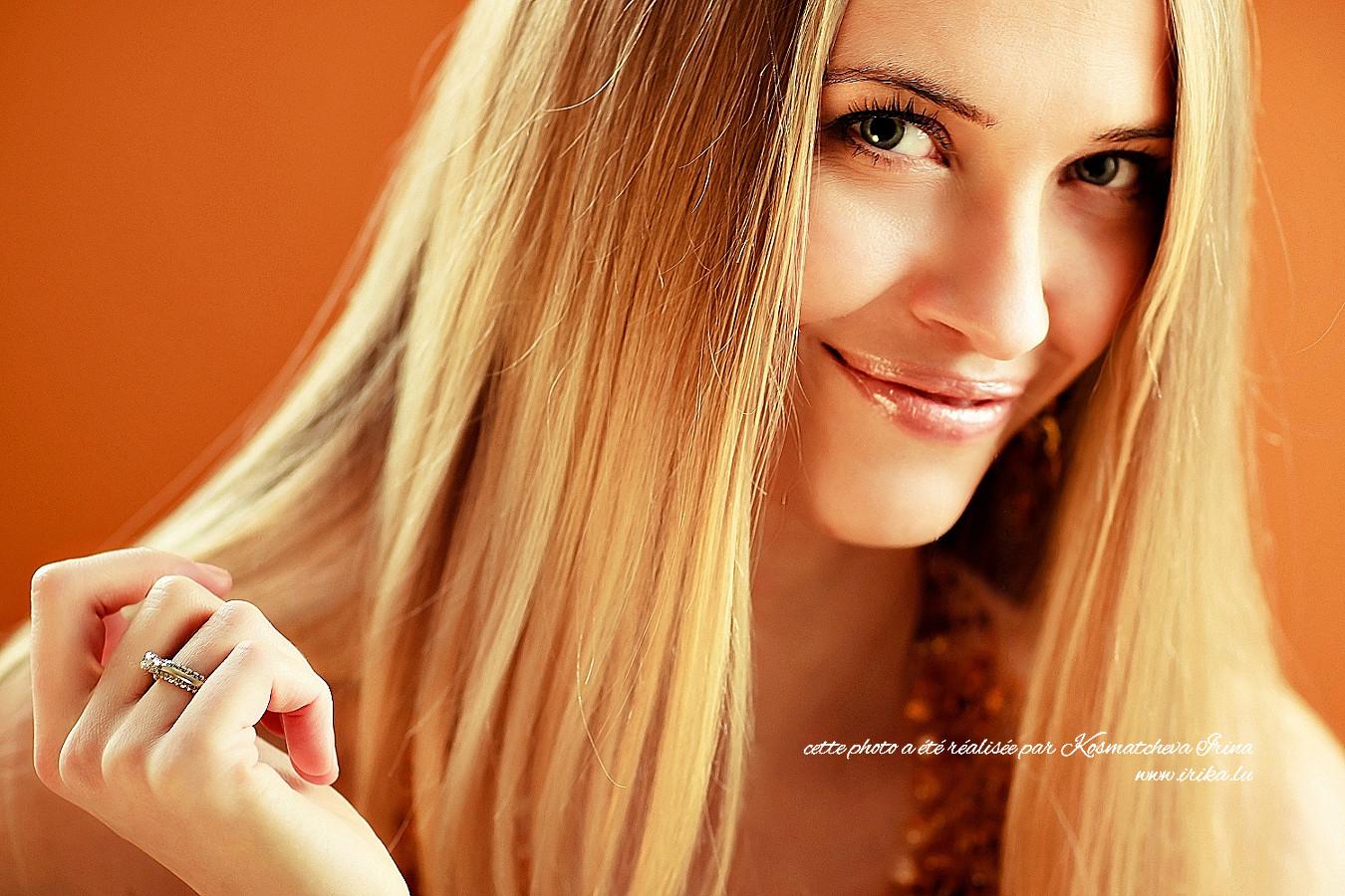 Une très jolie fille blonde